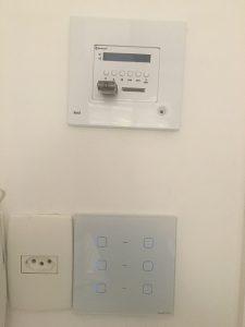 Interruptor Touchlight seis botões e amplificador de som ambiente Loud